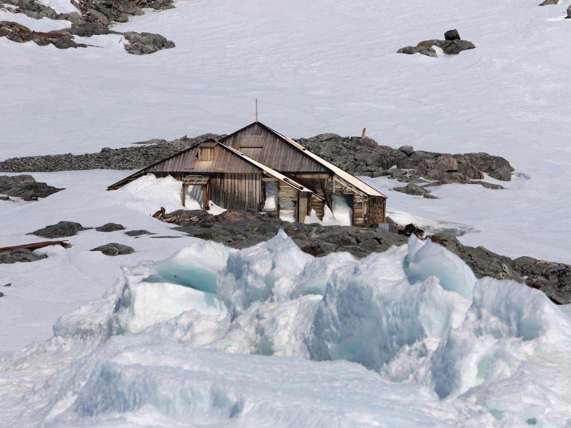 mhf_external-main-hut